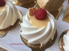 Mini Cheesecakes, Mini Cakes, Baked Goods, Tart, Deserts, Food And Drink, Pudding, Cupcakes, Yummy Food