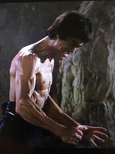 Bruce Lee Master, Bruce Lee Art, Bruce Lee Martial Arts, Bruce Lee Photos, Eminem, Rumble In The Bronx, Basement Movie Room, Indian Yoga, Green Hornet