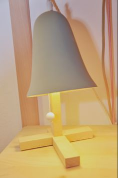 Gimmii Magazine I Too cute: Mush tafellamp of bureaulamp van M.OSS design  www.gimmii.nl/dutch-design/mush-tafellamp-moss-design/