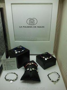 La pulsera de Nules, diseñada por Joyería Carlos. ¿Cual os gusta?  Pinead y repinead si os parecen bonitas. Gracias.