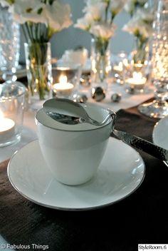 kahvikuppi,lusikka,kattaus