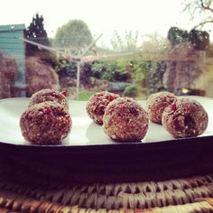Today's run was motivated by fear and powered by porridge. Recipe and write-up at http://wildoats.ie/2014/01/15/t-oats-amazeyballs #porridge...
