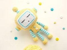 Cute robot amigurumi pattern