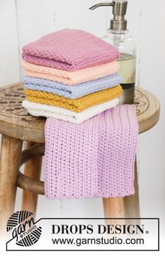 Crocheted cloths in DROPS Paris. The piece is worked with half double crochets. Free Crochet, Knit Crochet, Crochet Hats, Drops Design, Drops Paris, Beginner Crochet Projects, Labor, Washing Clothes, Diy And Crafts