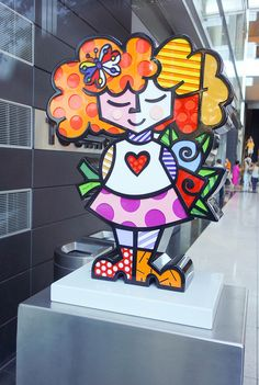 Good Girl Sculpture by Romero Britto at Time Warner Center        photo by Scott Beale / Laughing Squid