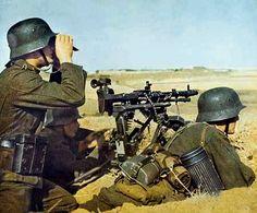1939 1945 Soldats allemands équipés d'une mitrailleuse MG34 sur le front russe, en 1942.