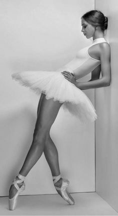 49 Ideas How To Become Flexible Like A Dancer Ballet Dance Photography Poses, Dance Poses, Sport Photography, Instagram Photography, Woman Photography, Photography Humor, Ballerina Photography, Photography Outfits, White Photography