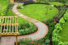 vialetto giardino grande, completamente verde