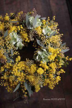 Wreath mimosa et hydrangea(ミモザと紫陽花のリース) Dried Flower Wreaths, Dried Flowers, Silk Flowers, Hydrangea Wreath, Flower Art Images, Le Mimosa, Dried Flower Arrangements, Yellow Flowers, Flower Decorations