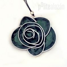 CAPSULE FLOWER NECKLACE