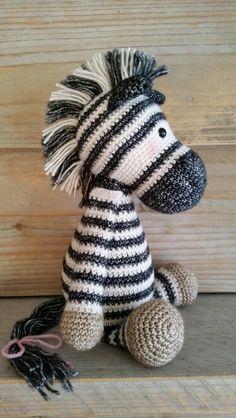 Betje zebra van mykrissiedolls Ik vind dit een super leuk idee en ik probeer hier zeker iets mee te doen! Ik maak alleen i.p.v. een zebra mijn paardje Ti Amo. De manen en staart worden dus zwart en het lijfje word bruin.