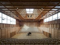 The Colyer Fergusson Music Building at University of Kent is one of our most stunning installations with completely bespoke chair and bench. Auditorium Architecture, Timber Architecture, Architecture Design, Medical Office Design, Wooden Buildings, Hall Design, Wallpaper Magazine, Roofing Systems, Roof Light