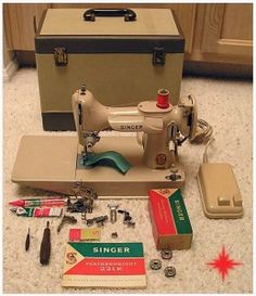 Tan Singer 221 portable -- Looks just like mine, case and all Sewing Art, Sewing Rooms, Sewing Patterns, Sewing Machines Best, Antique Sewing Machines, Featherweight Sewing Machine, Sewing Machine Accessories, Vintage Sewing Notions, Thimble