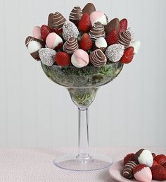 Chocolate-covered strawberries in the biggest margarita glass you've ever seen? Yup, you just found the perfect gift. Strawberry Margarita, Strawberry Tree, Strawberry Ideas, Fruit Kabobs Kids, Valentine Desserts, Christmas Desserts, Valentines, Edible Bouquets, Birthday Chocolates