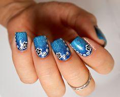 Nail art fleurs points Ocean et Cosmos Picture Polish  http://melyne-nailart.com/2014/10/22/nail-art-fleurs-et-points-sur-gradient-picture-polish/