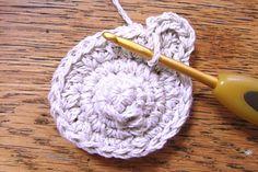 くまモチーフの編み方 [かぎ針編みレシピ・編み図と手芸雑貨のお店 Ronique] Free Pattern, Handmade, Hand Made, Sewing Patterns Free, Handarbeit