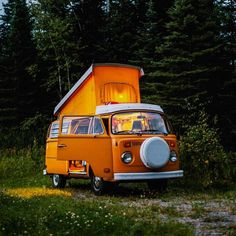 Roadtrip in an orange hippie van is all I want to do right now. Oh, and I can't forget to bring these! >> https://ooh.li/92885d1#roadtrip #stanleyness #ad
