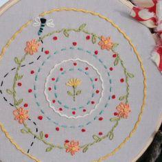 Dragon Fly Dandy sur Greymain brodé Hoop Art par yougogirldesigns, $25.00