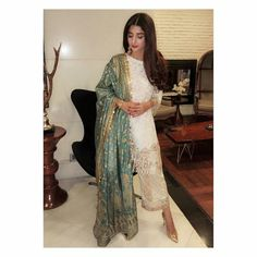 Mawra Hussain Asian Wedding Dress Pakistani, Pakistani Dresses Casual, Casual Dresses, Pakistani Clothing, Women's Casual, Fashion Sewing, Girl Poses, Traditional Dresses, Kimono Top