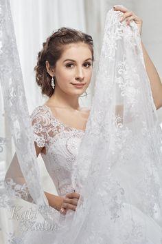 Csipke vállas esküvői ruha Swarovski kristályokkal díszítve, különleges hercegnős menyasszonyi ruha. Lace Wedding, Wedding Dresses, Fashion, Bride Dresses, Moda, Bridal Gowns, Fashion Styles, Weeding Dresses, Wedding Dressses