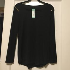 Black Papermoon Wigan Shoulder Zip Knit Top - NWT Black top with gold zipper shoulder accents. Slightly higher in the front than in the back. Papermoon (Stitch Fix). I'm pretty petite so this was too large for me. Tops Tees - Long Sleeve