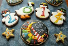New Year's Cookies with snowman and goose - The Cookie Architect via Cookie Connection Spice Cookies, Fancy Cookies, Cute Cookies, Royal Icing Cookies, Edible Cookies, Cupcake Cookies, Sugar Cookies, Cupcakes, New Years Cookies