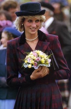 Diana in tartan+great hat.
