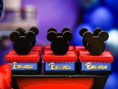 Lembrancinhas do Mickey: 85 ideias e tutoriais que são pura magia – Tua Casa Circo Do Mickey, Mickey Clubhouse, Remember Day, Mickey Party, Mini Mouse, Party Themes, Disney, Lucas 2, Biscuit