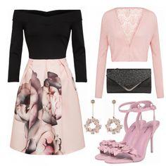 Schicker Abendlook aus einem tollen COcktailkleid, rosa Sandaletten und schwarzer Clutch... #mode #damenmode #frauenmode #outfit #damenoutfit #frauenoutfit #putfitinspo #modetrend #trend2018 #fashion #look #style #sommer2018