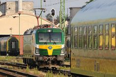 Trains and locomotive database and news portal about modern electric locomotives, made in Europe. Train Wallpaper, Electric Locomotive, Bahn, Locs, Taurus, Trains, Vehicles, Europe, Levitate