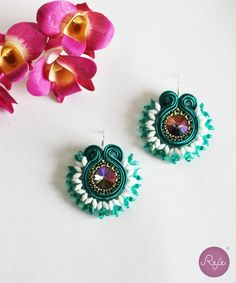 Jewelry designer, pieces hand-sewn in Italy di RejeJewelry Soutache Earrings, Big Earrings, Crystal Earrings, Crochet Earrings, Earrings Handmade, Handmade Jewelry, Beading Tutorials, Beaded Embroidery, Diy And Crafts