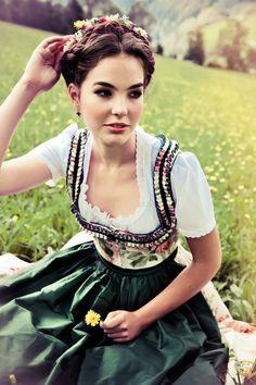 Lena Hoschek Tradition - Große Auswahl bei www.LIMBERRY.de
