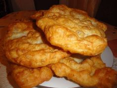 how to fry onions INDIAN FRYBREAD Friends, family, co-workers, neighbors everyone loves this Yummy Bread! Fried Onion Burger Recipe, Indian Fried Bread Recipe, Sweet Hawaiian Crockpot Chicken Recipe, Chicken Recipes, Amish White Bread, Tapas, Bread Recipes, Cooking Recipes, Vegetarian Recipes