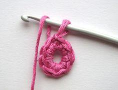 Ristiin rastiin: Ohje, virkattu kukka Cute Crochet, Irish Crochet, Crochet Ideas, Purple Crafts, Irish Traditions, Try To Remember, Crochet Stitch, Crochet Flowers, Diy Fashion