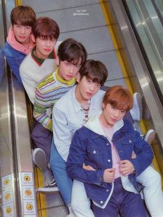 I fucking love these boys so muchhhhhh ❤️❤️❤️ ughhhh my heart💖 - TXT - Info Korea K Pop, Young Ones, 2ne1, K Idols, South Korean Boy Band, Pretty Boys, Boy Bands, Boy Groups, Fandoms