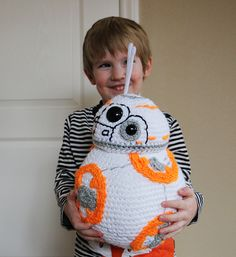 Huge, Life-sized BB-8 - Free Crochet Pattern | Photography and Art by Jennifer Nolan - dsgnGrl