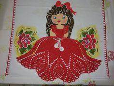 Menina com vestido em crochê, todo material 100% algodão    Tudo pra deixar sua cozinha com mais charme!