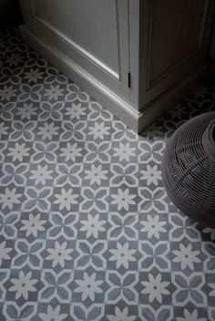 Cement tile series AZUL Ornament Flower Point by Replicata: Dimensions: 1 Tile Inspiration, Traditional Ornaments, Tiles, Floor Design, House Tiles, Tile Design, Tile Installation, Cement Tile, Flooring