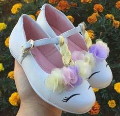 Decorate the birthday girl's shoes to look like adorable unicorns! Fete Emma, Girls Shoes, Baby Shoes, Toddler Shoes, Unicorn Crafts, Bday Girl, Unicorn Birthday Parties, Diy Unicorn Party, Birthday Ideas