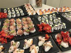 Sushi e sashimi per il buffet di antipasti di Angelo ricevimenti Foligno #weddingumbria #nozzeumbria #nozzedafavola #nozze #weddingdresses Angelo, Sashimi, Buffet, Catering Display, Lunch Buffet