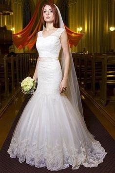 Spectacular Applique Sleeveless Tulle Ivory Mermaid Wedding Dresses