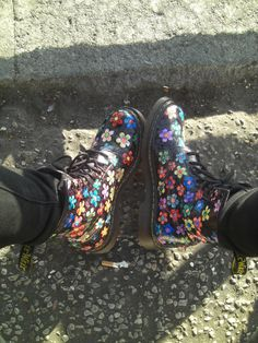 Hand-colored floral Doc Martens! Damn, I want them sooo much! (SisterPsyche on etsy)