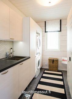 20 Honka Harmonia - Kodinhoitohuone | Asuntomessut House In The Woods, Finland, Building A House, Laundry, Kitchen Cabinets, Modern, Home Decor, Laundry Room, Trendy Tree
