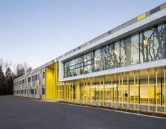 Galerie der Harfang-Des-Neiges-Grundschule / Architects + Onico Architecture – 10 – Louis B Gallery of Harfang-Des-Neiges Primary School / Architectes + Onico Architecture – 10 Harfang-Des-Neiges Grundschule / Architekten + Onico Architektur Kindergarten Architecture, Kindergarten Design, Education Architecture, Facade Architecture, School Architecture, Landscape Architecture, Facade Design, Exterior Design, Primary School