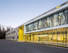 École primaire Harfang-des-Neiges Lieu: Stoneham / Québec / Canada Tags: agrandissement, deuxième bâtiment, école, primaire Cie: CCM2 archtiectes / Onico architecture Photo: Stephane Groleau