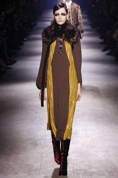 Dries Van Noten Autumn/Winter 2016-17 Ready-To-Wear Paris Fashion Week
