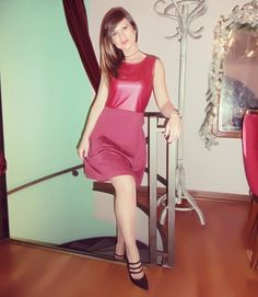e540ba7e08e2 Outfit da scegliere in occasione di un evento  Abito smanicato colore  vinaccia tinta unita