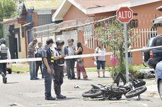 En este accidente falleció un joven de 22 años, pese a que llevaba el casco puesto murió en la escena debido a que según testigos viajaba a alta velocidad