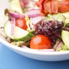 Salade au melon, saumon fumé et fromage [perso, très appréciée ; d'autres auraient apprécié, en sus, une autre consistance en +, tel diverses graines -noix, pignons...]