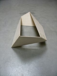 Studie in hout by Simon Oud. Nice sketch model, interesting and simple shape.